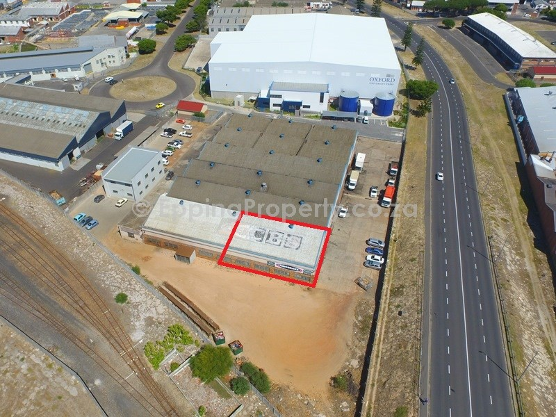 Warehouse to Let in Epping 1